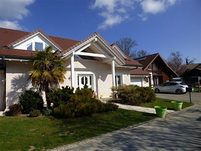 HOUSE FOR SALE - ECHENEVEX - 190 m2 - 690 000 €