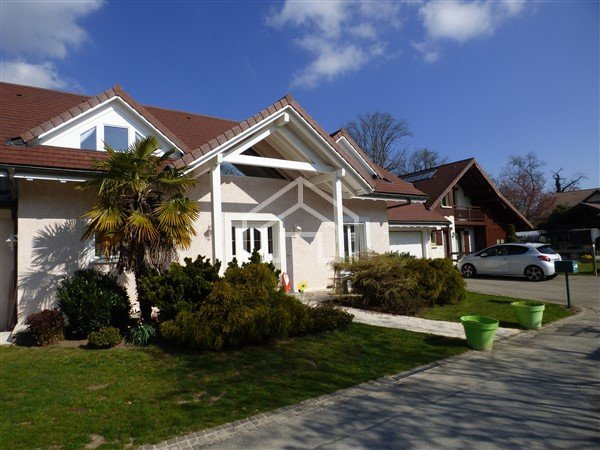 HOUSE FOR SALE - ECHENEVEX - 190 m2 - 690�0 €