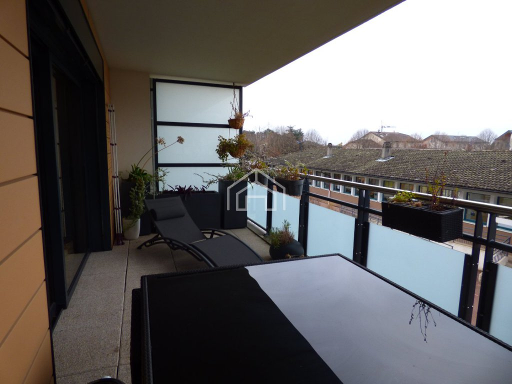 APARTMENT 3 ROOMS TO RENT - DIVONNE LES BAINS - 86,21 m2 - 1�0 € including tenant fees