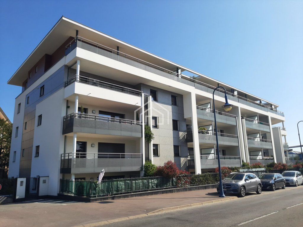 APPARTEMENT T3 A LOUER - DIVONNE LES BAINS - 75,63 m2 - 1785 € charges comprises par mois