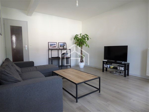 APARTMENT 3 ROOMS FOR SALE - GEX - 65,9 m2 - 250�0 €